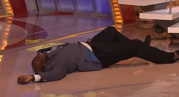 Shaq wipes out live on tnt set video for Where does shaq live